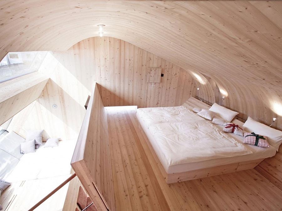 Gorgeous mountain cabin retreat bedroom