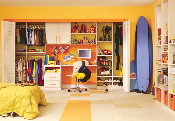 Kids' room closet