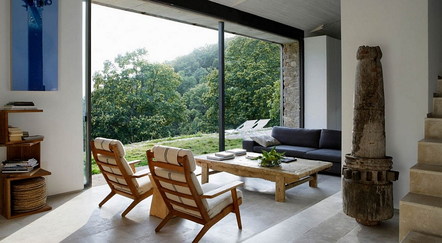 Large glass windows offer natural ventilation