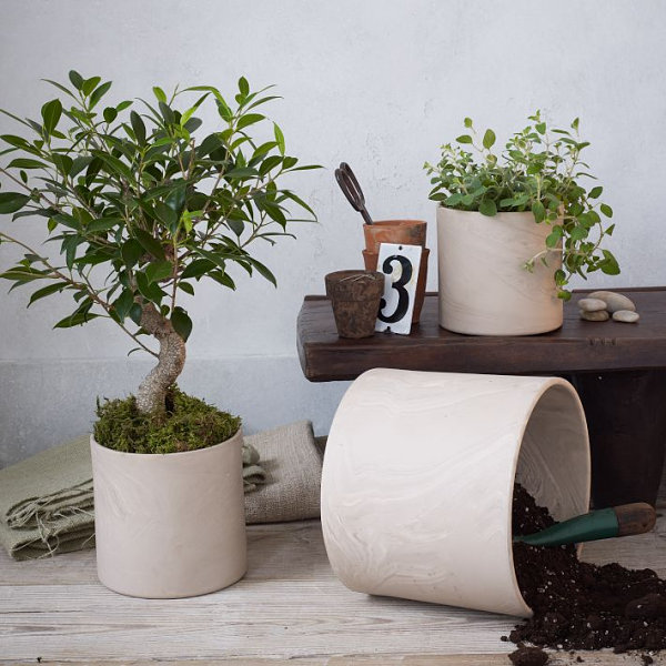 Marbleized planters