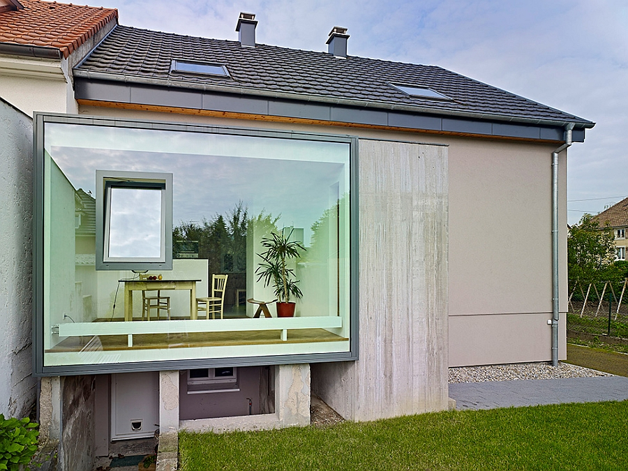 Modern dining space extension in glass