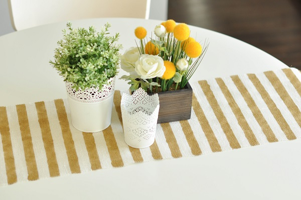 No sew gold and white table runner