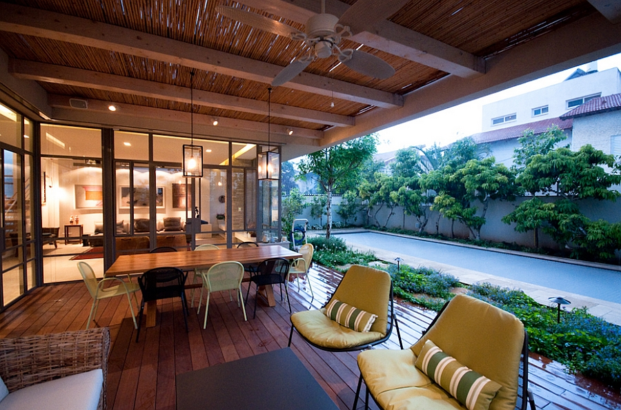 Outdoor dining are and seating space