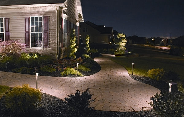 extraordinary outdoor landscape lighting ideas | A Trail of Lights To Surround the Home in Brilliance