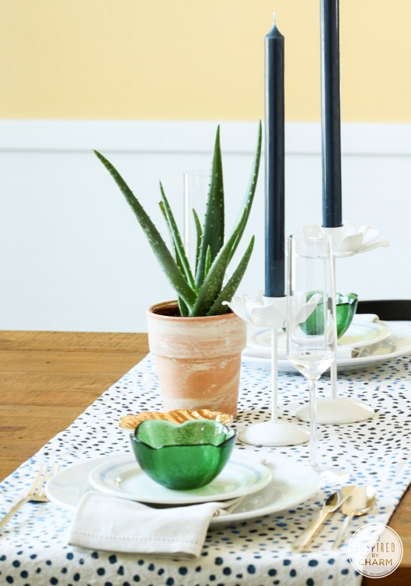 Painted dot table runner DIY