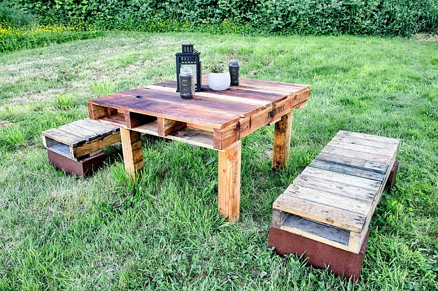 Recycled pallet decor outdoors