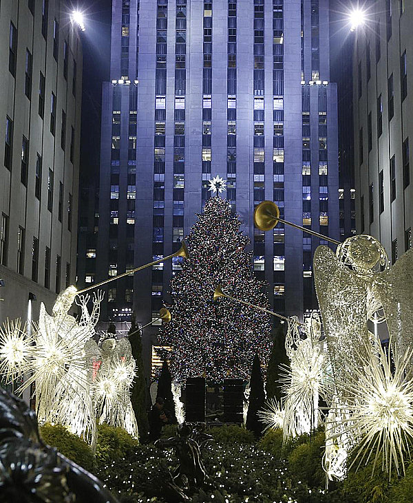 Lighting Of The Rockefeller Christmas Tree 2014: The 20 Most Beautiful Christmas Trees In The World