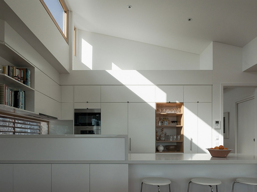 Skylights and windows usher in ample ventilation