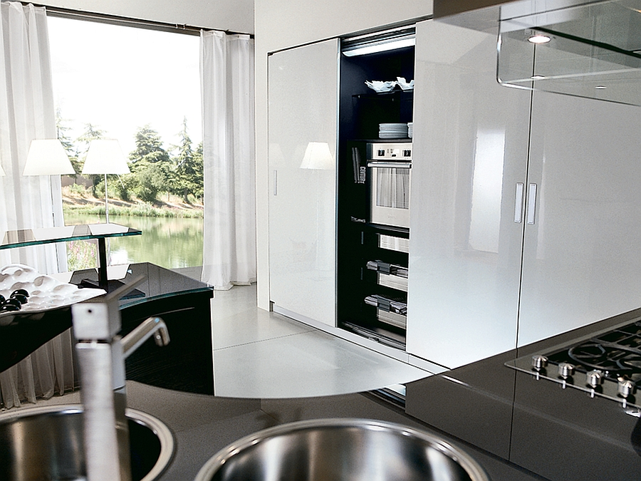 Sleek contemporary kitchen in blacka nd grey