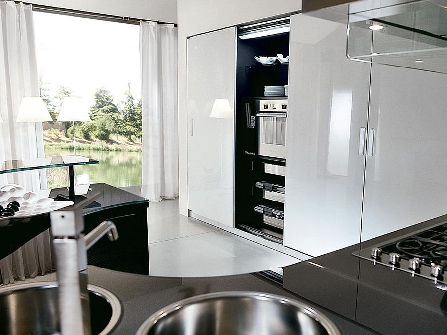 Sleek contemporary kitchen in blacka nd grey