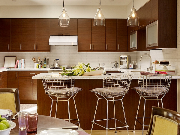 Small kitchen sticks to the golden rule of three!