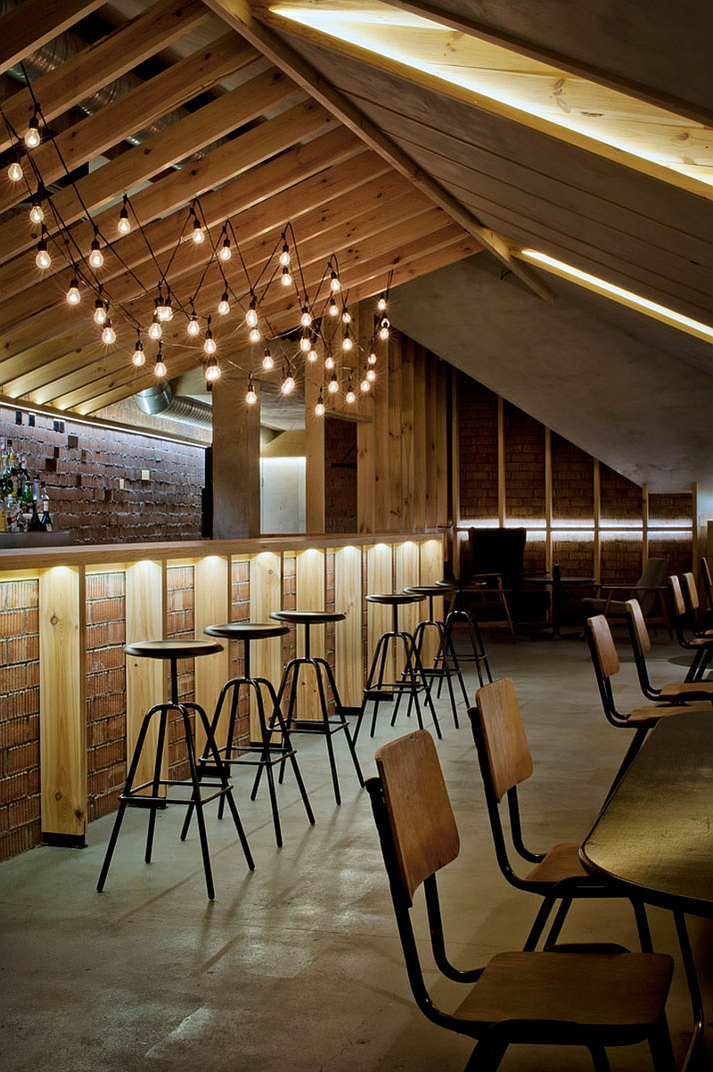 Smart use of natural material inside the attic bar