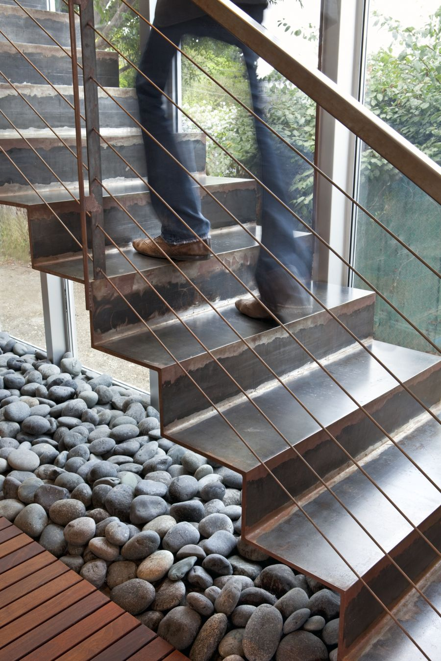 Smart use of river stone inside the house