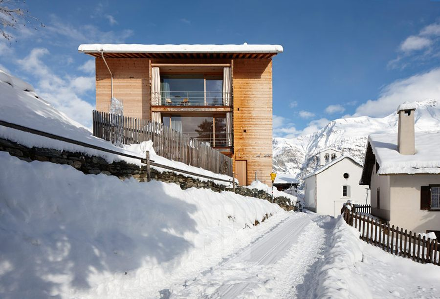 Snow-clad surroundings of Unterhus retreat in Switzerland