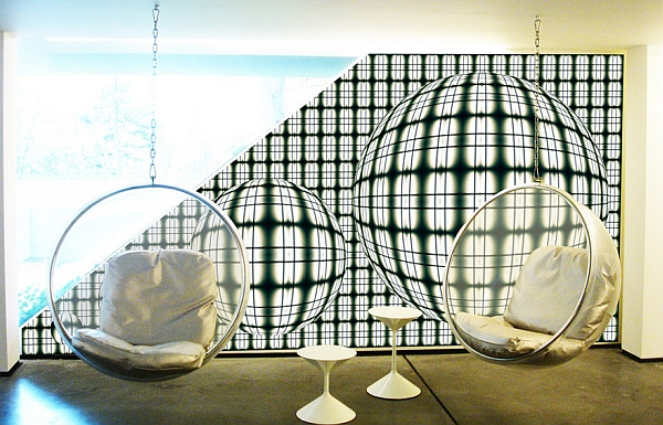 Some stylish Bubble chairs in the swanky home!