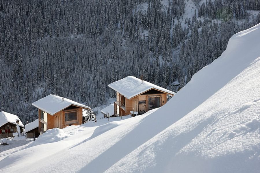 Stunning swiss skiing slopes around vacation homes