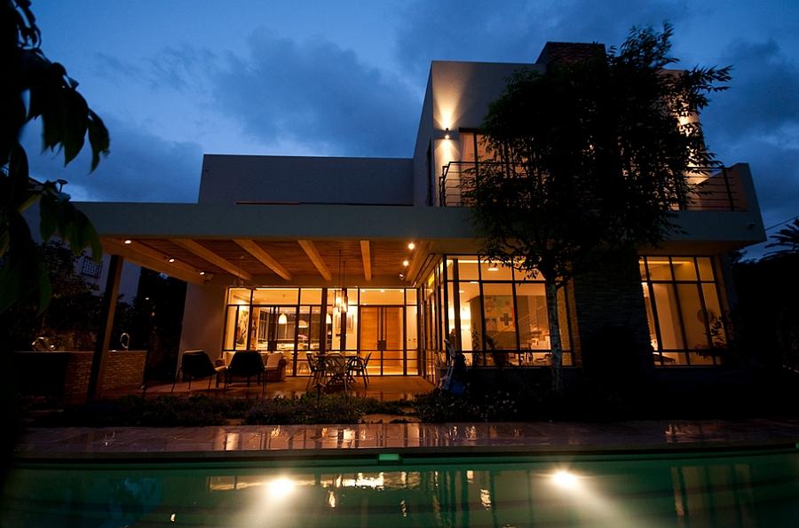 Stylish modern Ramat HaSharon house by Sharon Weiser