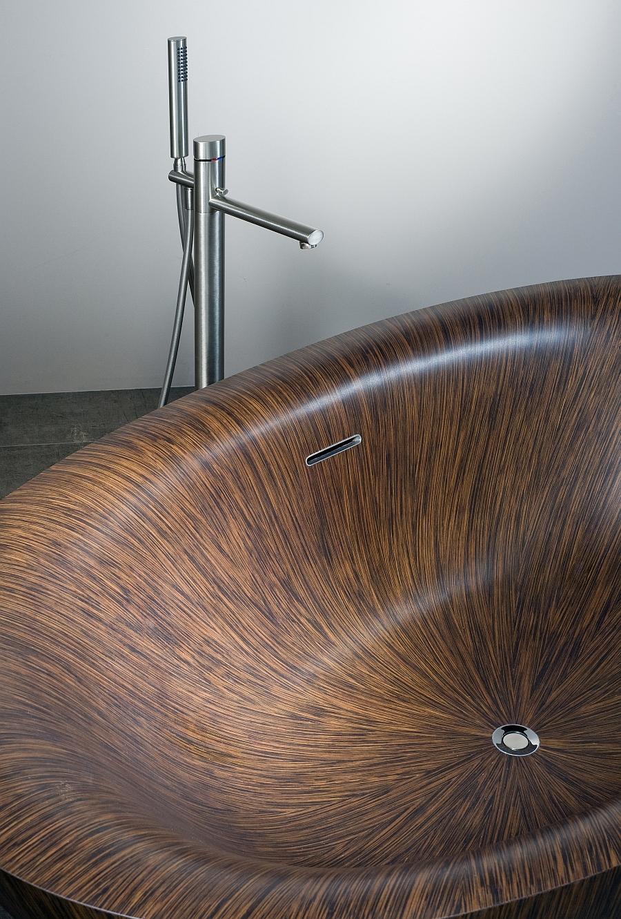 Stylish modern bathtub idea