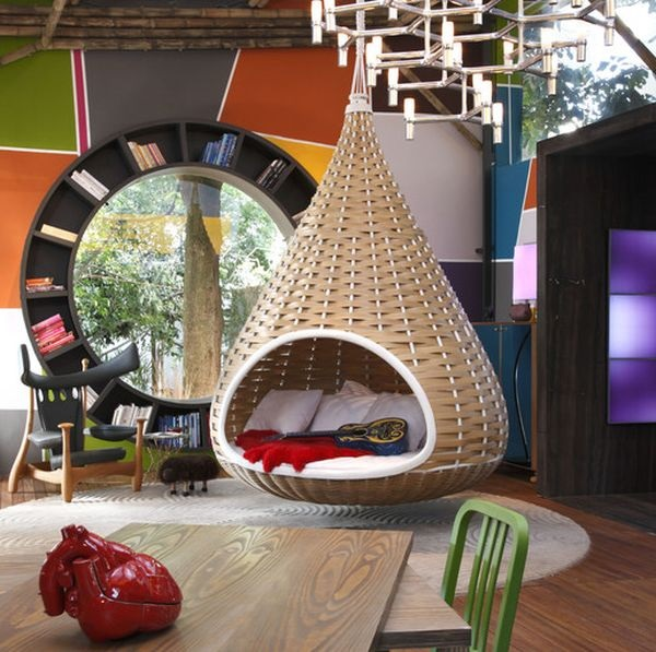 Teardrop-shaped hanging bed