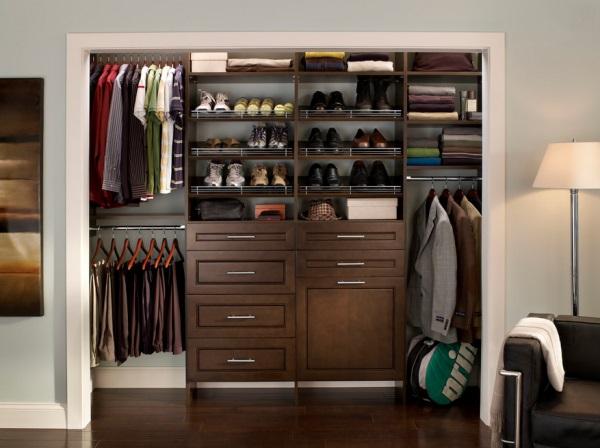 Tidy men's closet