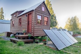 Mobile Tiny Tack House Is Entirely Built By Hand! And Looks Gorgeous…