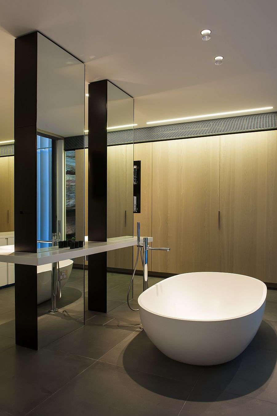Contemporary Ensuite Bathroom With Cutting Edge Design In