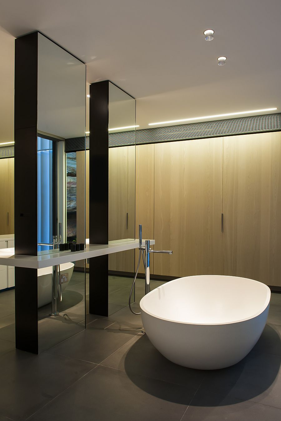 Contemporary ensuite bathroom with cutting edge design in for Contemporary bathroom interior design