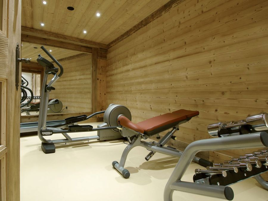 Well equipped gym at the Chalet Pearl in Courchevel