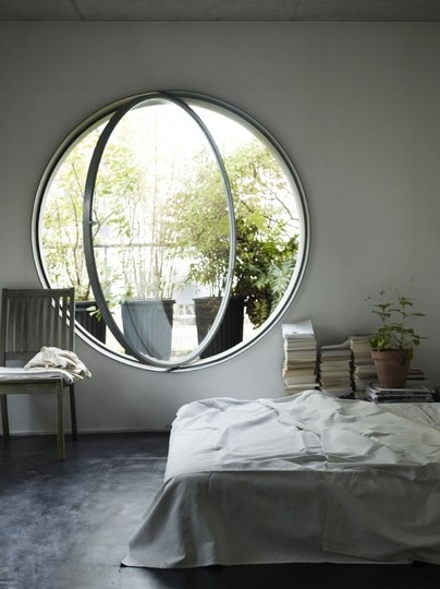 Unique window designs that welcome the brilliant light for Fenetre losange