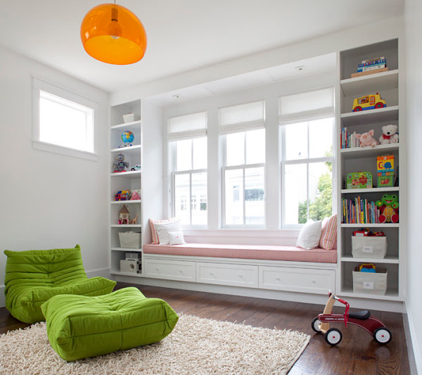 Window seat in a child's bedroom