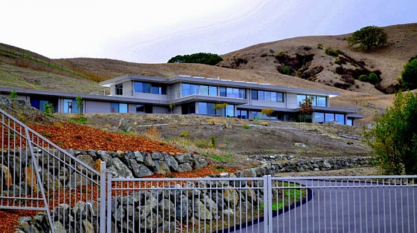 Beautiful and lavish california home built using steel prefab frame