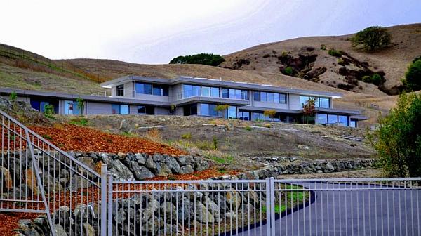 Beautiful and lavish california home built using steel prefab frame