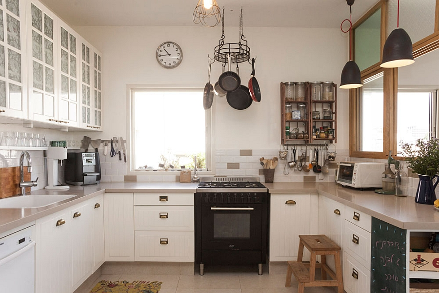 Black pendant and DIY lamps in the kitchen