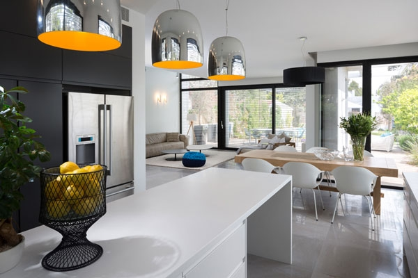 Brilliant metallic pendants for kitchen counter