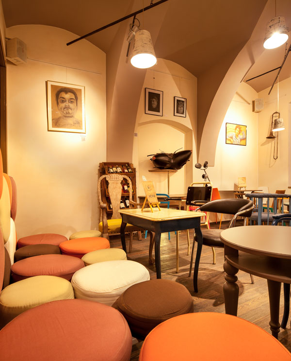 Eclectic coffee shop design in the heart of transylvania for Brilliant cafe interior design ideas