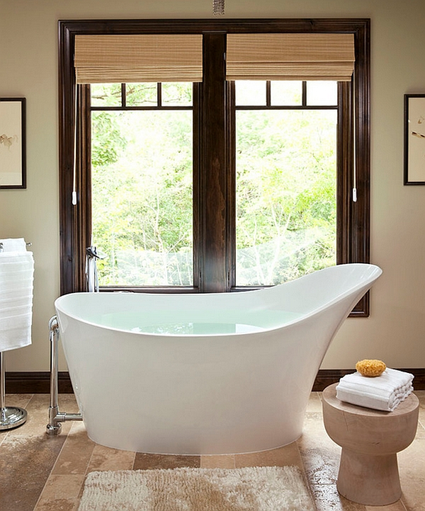 Comfy and curvaceous bathtub in white