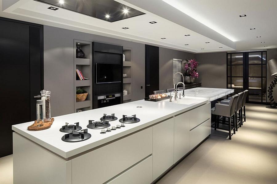 Conetmporary kitchen island in white