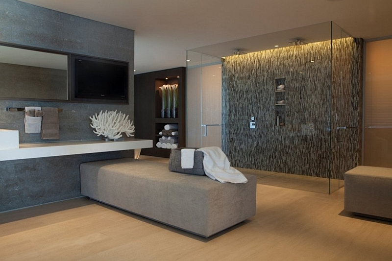 Cool coastal style in the trendy bathroom