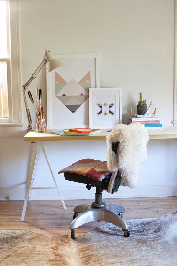 Gold-edged desk DIY