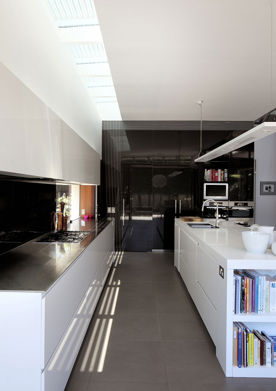 Efficinet contemporary kitchen