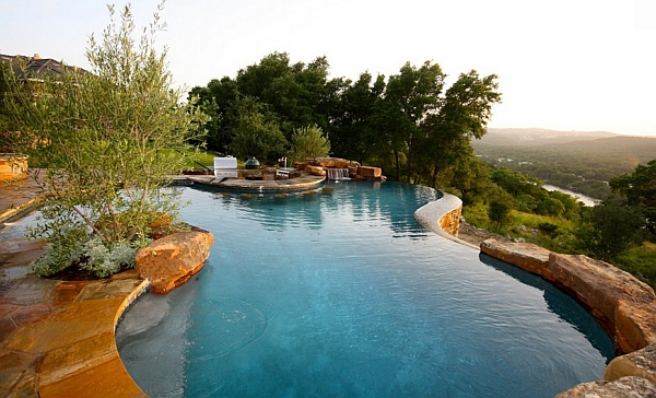 Exquisite natural infinity pool in Texas