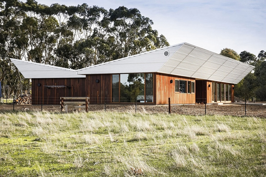 Exterior of the Leura Lane House Energy Efficient Home Charms With A Distinct Roof And An Earthy Ambience