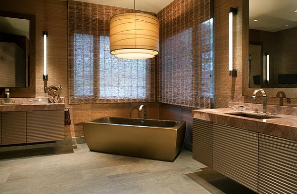 Freestanding metallic bathtubs usher in a dash of Hollywood Regency style