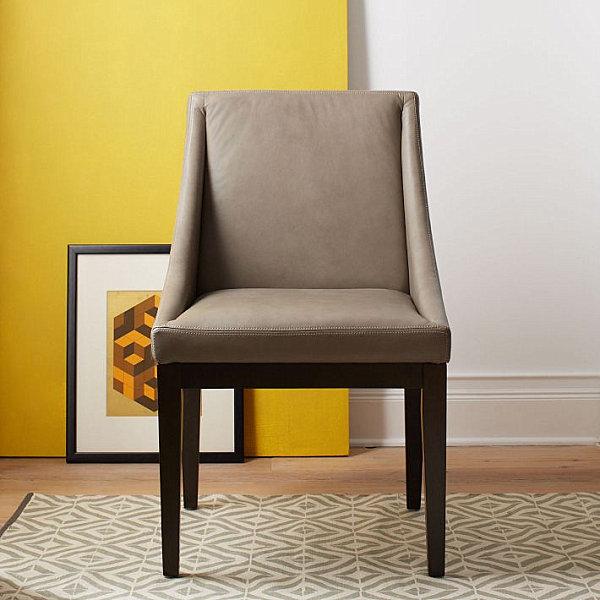 Geometric dhurrie rug in a yellow room
