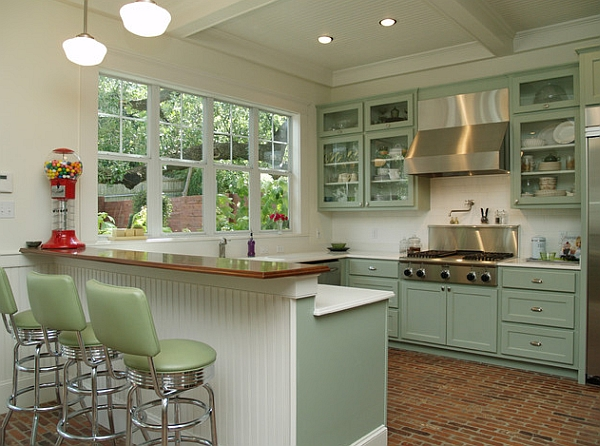 Retro kitchens that spice up your home for Vintage kitchen designs photos