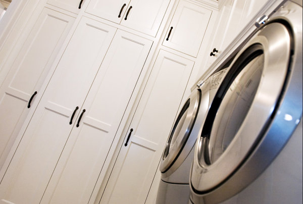 Laundry room cabinet storage