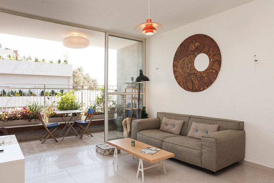Living room connecetd with the balcony with glass doors Stylish Seaside Apartment In Tel Aviv Gets A Gorgeous Green Makeover!
