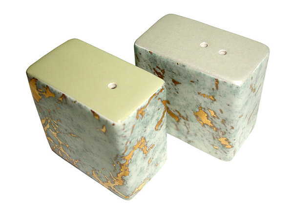 Marble-pattern salt and pepper shakers