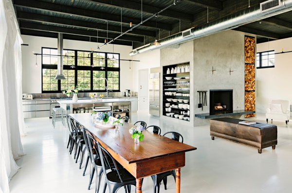 Metallic details in an industrial home