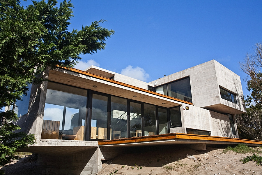 Modern house ushers in industrial style with raw concrete for Poured concrete house plans